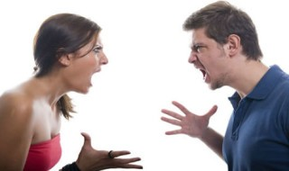 Foto mostrando casal perdendo o controle emocional